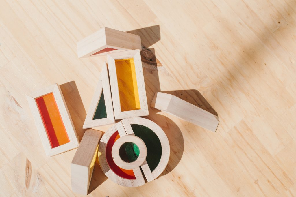 Juguetes de material reciclado de madera