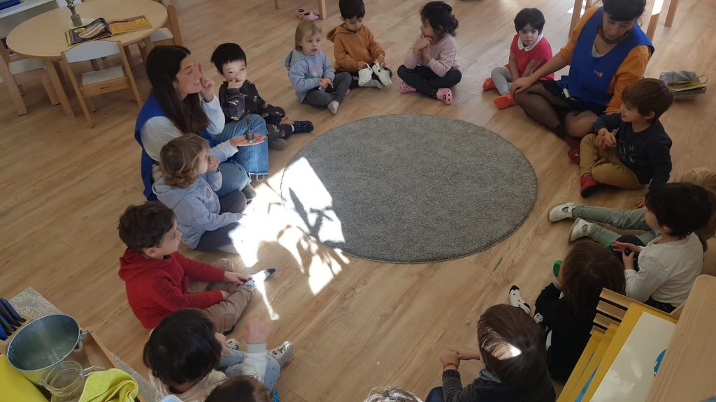 El juego del silencio. Montessori Village Sarriá